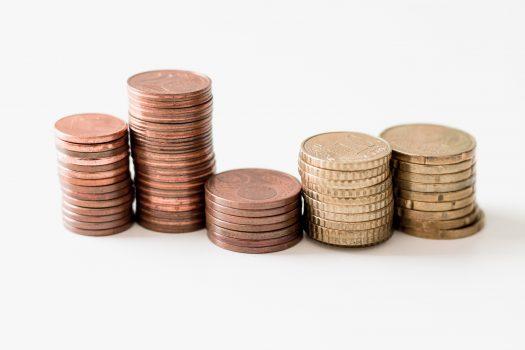 monte de moedas representando área financeira no s&op