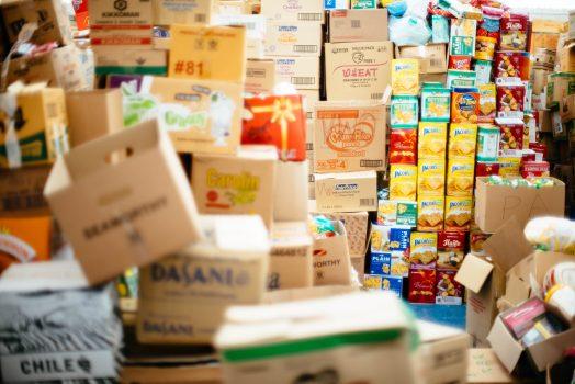 caixas e produtos em estoque